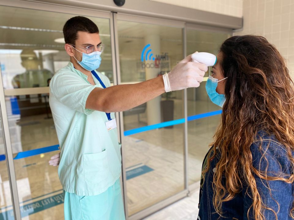 El Hospital de Torrevieja se blinda por el coronavirus 6