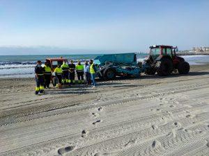 Orihuela intensifica la limpieza de playas y paseos marítimos 7