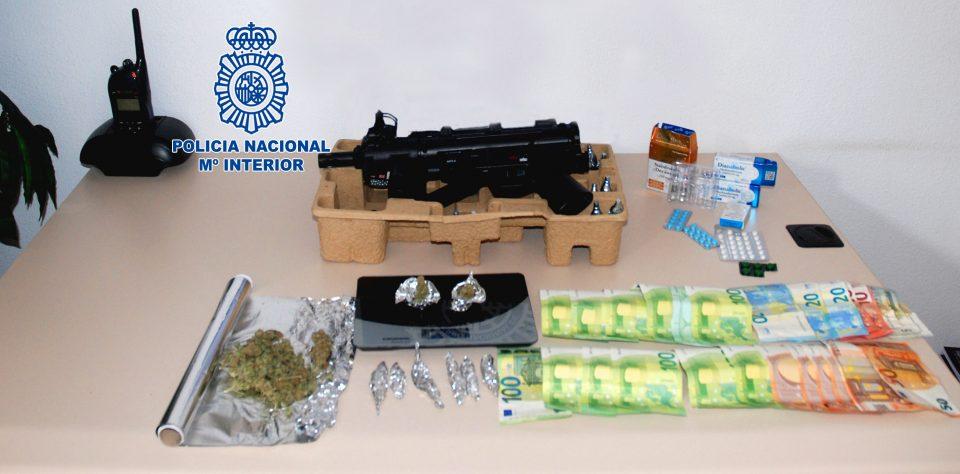 La Policía Nacional desmantela un punto negro de venta de drogas en Orihuela 6