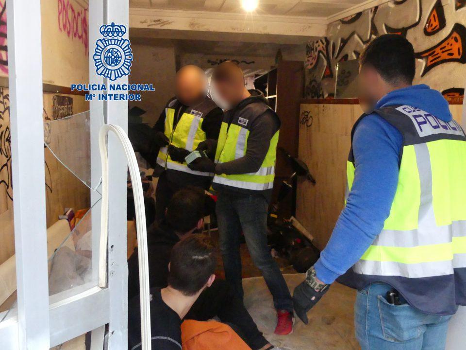 """La Policía desarticula en Orihuela una banda de """"okupas"""" que robaba y traficaba con drogas 6"""