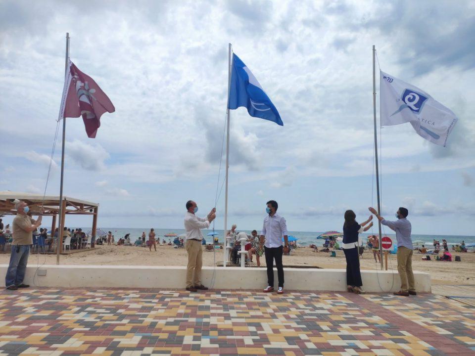 Orihuela vuelve a ser la segunda ciudad de España con más banderas azules en sus playas 6