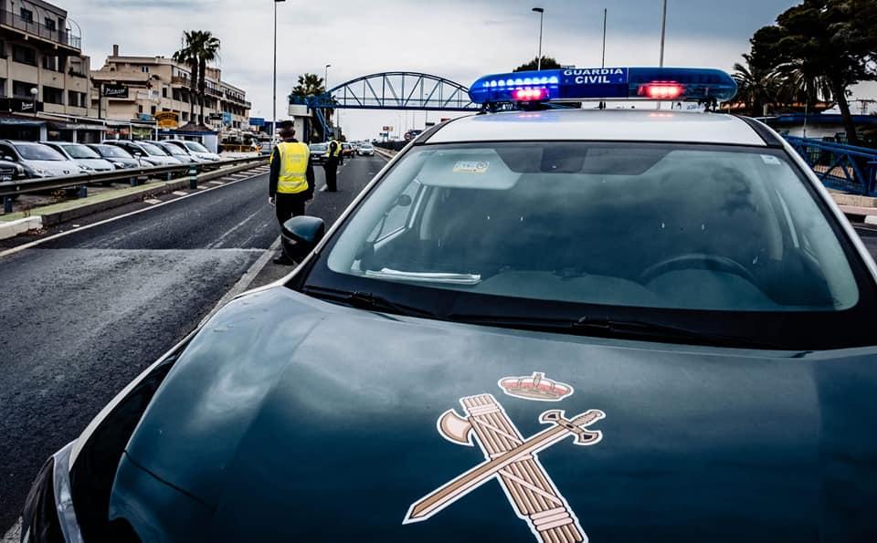La Guardia Civil salva a una anciana inconsciente en su casa de Torrevieja 6
