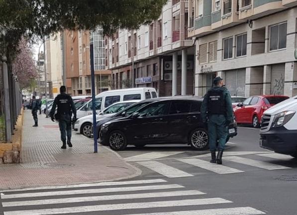 La Guardia Civil detiene a varias personas en Orihuela en medio de un gran despliegue 6