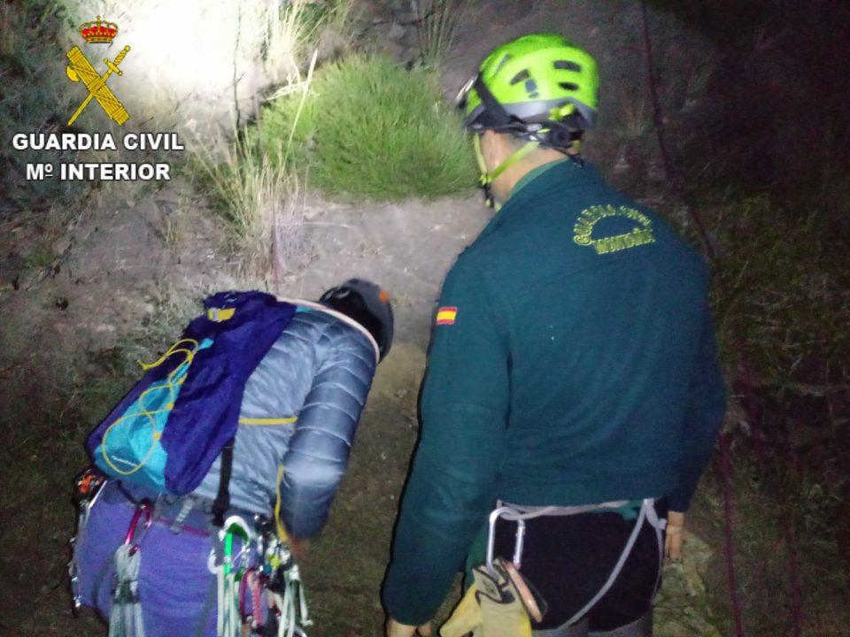 Rescatados tres escaladores en la Pared Negra de la sierra de Orihuela 6