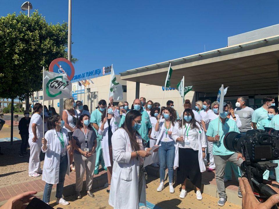 """Los profesionales del Hospital de Torrevieja denuncian """"indefensión"""" y que """"están bajo mínimos"""" 6"""