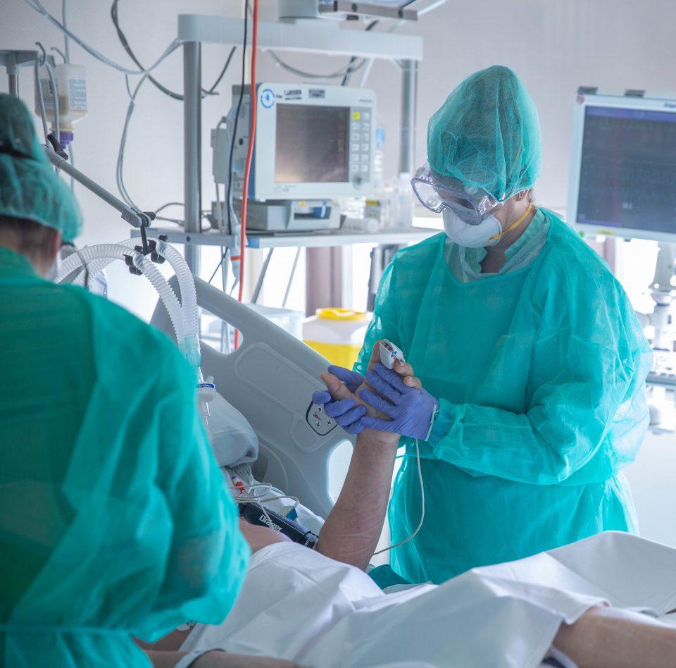 La UCI del Hospital de Torrevieja, libre de pacientes COVID-19 6