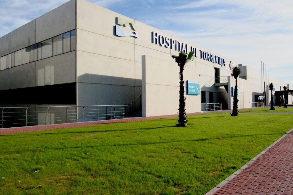 El Hospital Universitario de Torrevieja pide a la población no acudir al centro, salvo urgencia 6
