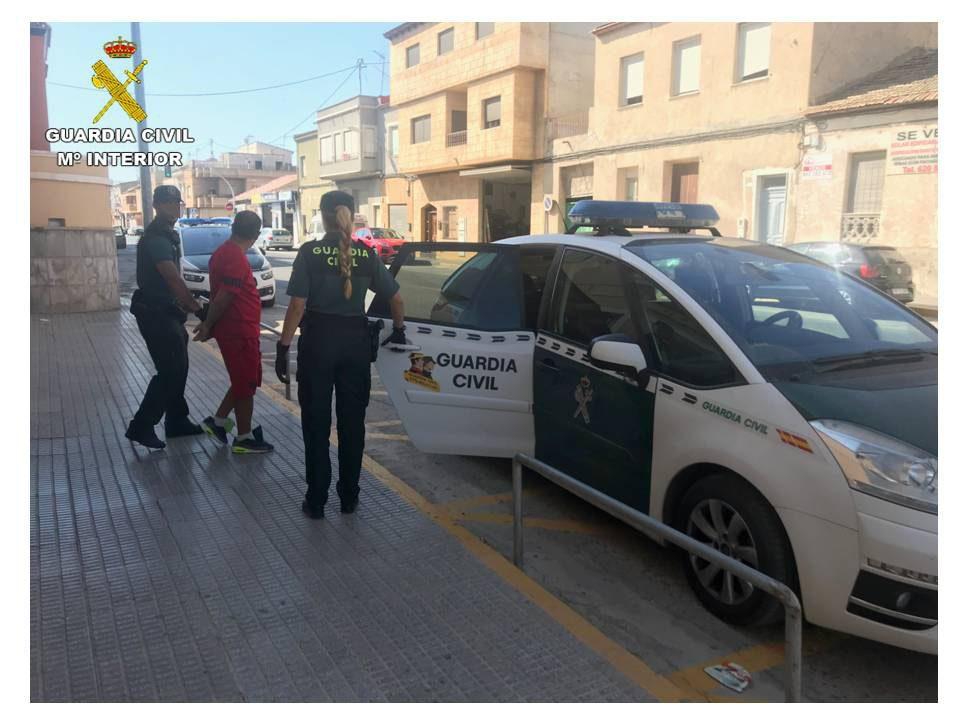Detenido el desvalijador de coches de Dolores 6