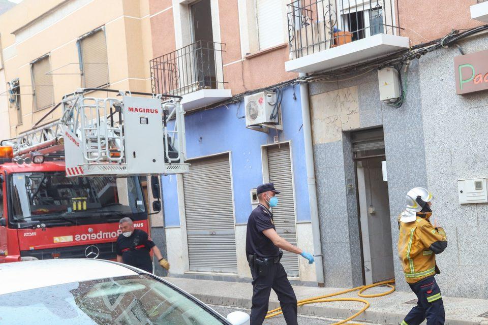 Detenido un hombre en Orihuela por amenazar a sus vecinos y provocar dos incendios en su casa 6