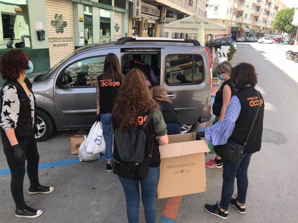 La calle Aragón de Orihuela dona alimentos para Vega Baja Acoge 6
