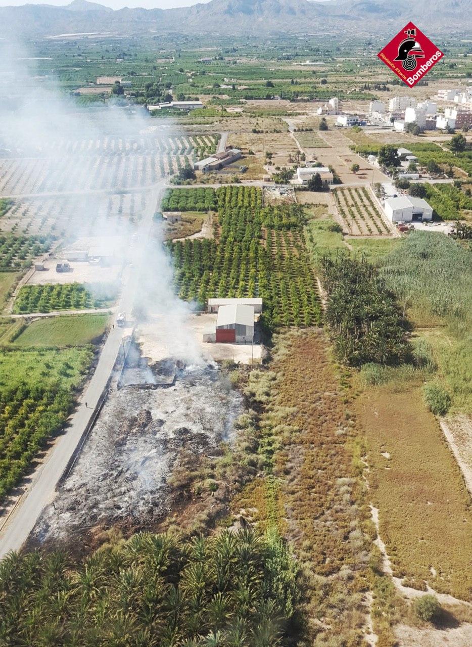 Un incendio en Albatera deja 320m2 de matorrales quemados 6