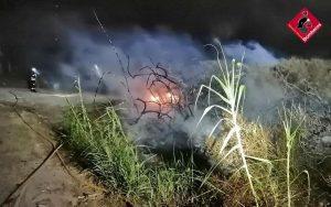 Un incendio en Guardamar del Segura calcina 20 metros cuadrados de vegetación 7