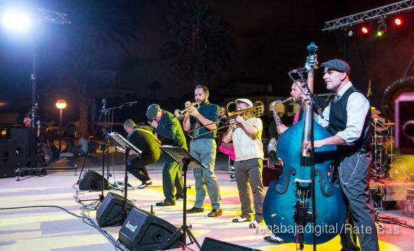 Imágenes del concierto The Troupers Swing Band en Orihuela Costa 74