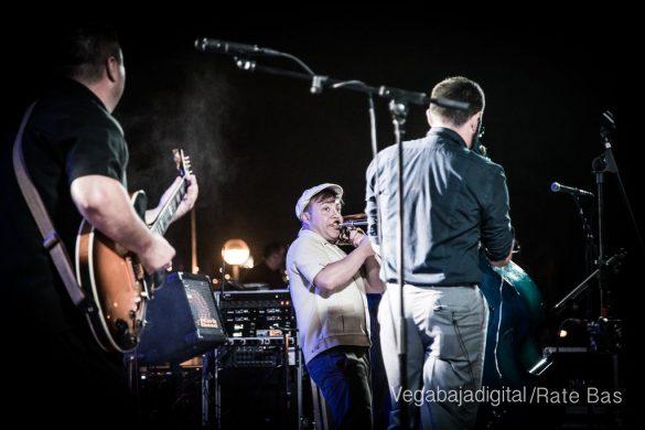 Imágenes del concierto The Troupers Swing Band en Orihuela Costa 63