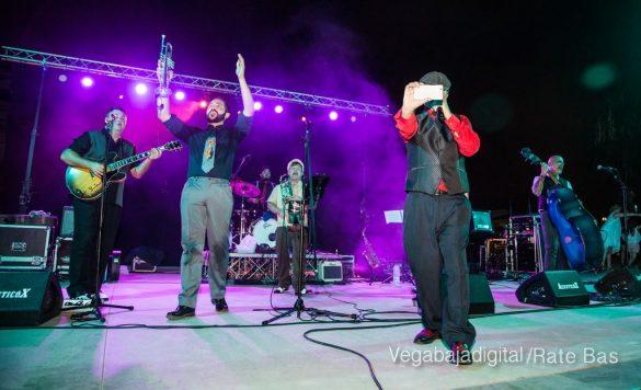 Imágenes del concierto The Troupers Swing Band en Orihuela Costa 56