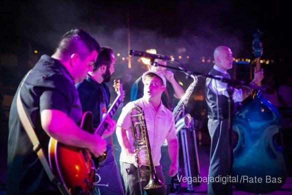Imágenes del concierto The Troupers Swing Band en Orihuela Costa 48