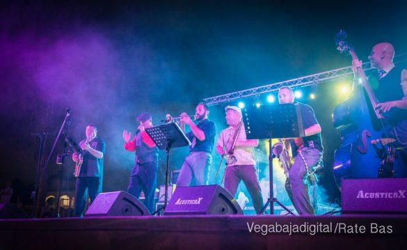 Imágenes del concierto The Troupers Swing Band en Orihuela Costa 40