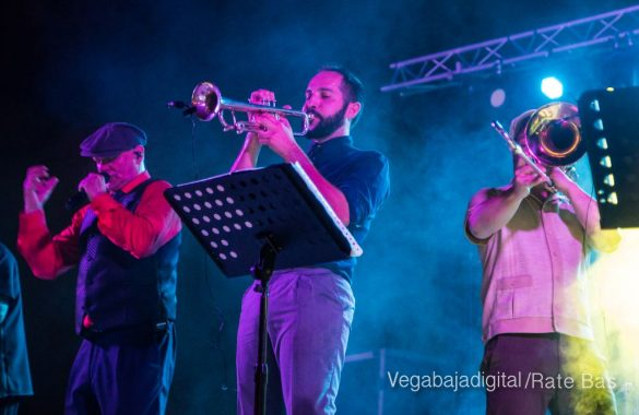Imágenes del concierto The Troupers Swing Band en Orihuela Costa 38