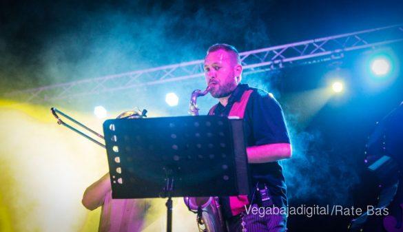 Imágenes del concierto The Troupers Swing Band en Orihuela Costa 37