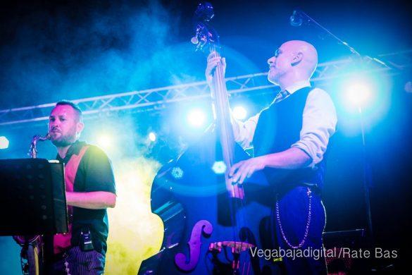 Imágenes del concierto The Troupers Swing Band en Orihuela Costa 35
