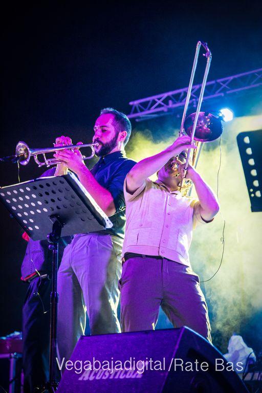 Imágenes del concierto The Troupers Swing Band en Orihuela Costa 33