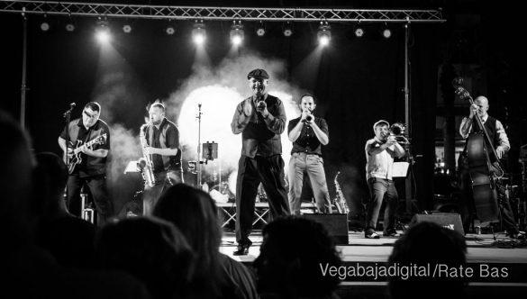 Imágenes del concierto The Troupers Swing Band en Orihuela Costa 29