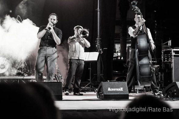 Imágenes del concierto The Troupers Swing Band en Orihuela Costa 28