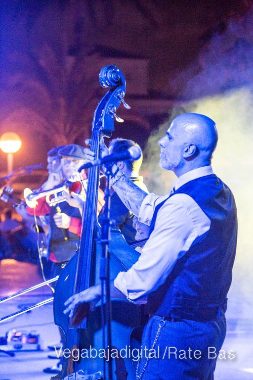 Imágenes del concierto The Troupers Swing Band en Orihuela Costa 20