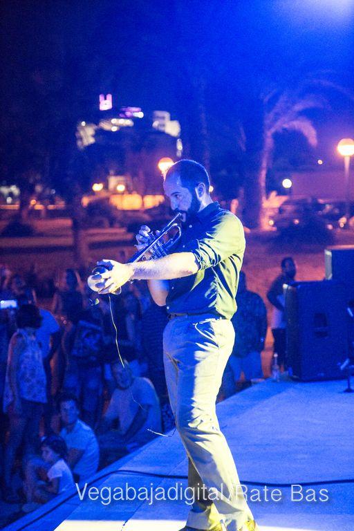 Imágenes del concierto The Troupers Swing Band en Orihuela Costa 19