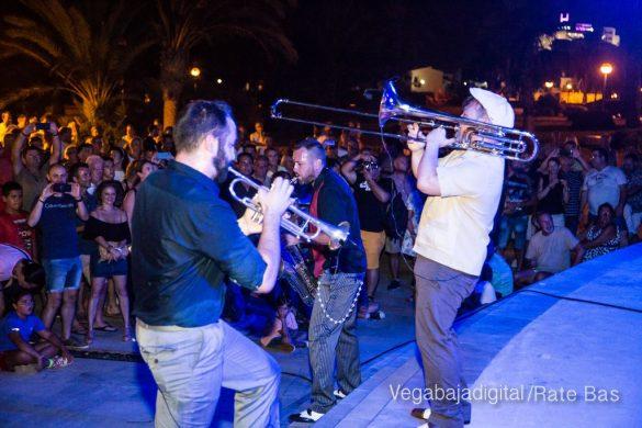Imágenes del concierto The Troupers Swing Band en Orihuela Costa 17