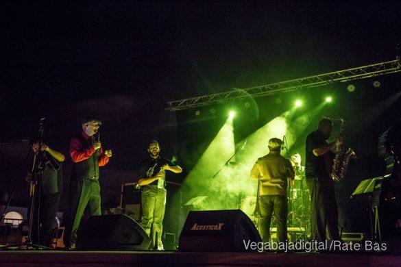 Imágenes del concierto The Troupers Swing Band en Orihuela Costa 14