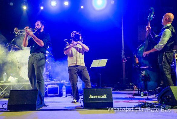 Imágenes del concierto The Troupers Swing Band en Orihuela Costa 13