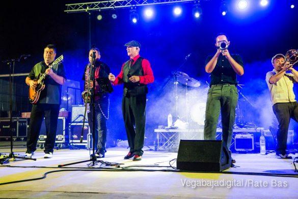Imágenes del concierto The Troupers Swing Band en Orihuela Costa 12
