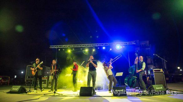 Imágenes del concierto The Troupers Swing Band en Orihuela Costa 11