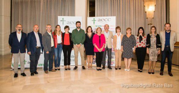 Éxito en la presentación del calendario solidario de AECC Orihuela 7