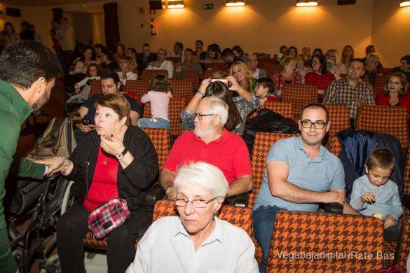 Éxito en la presentación del calendario solidario de AECC Orihuela 10
