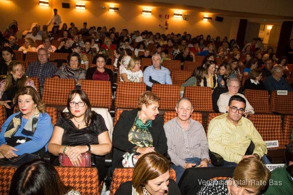 Éxito en la presentación del calendario solidario de AECC Orihuela 21