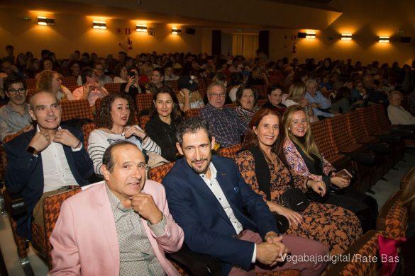 Éxito en la presentación del calendario solidario de AECC Orihuela 22
