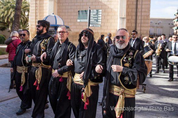 El desfile del adiós y de la bienvenida 77