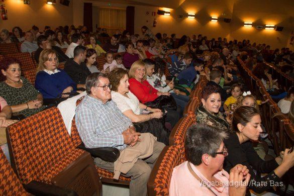 Éxito en la presentación del calendario solidario de AECC Orihuela 24