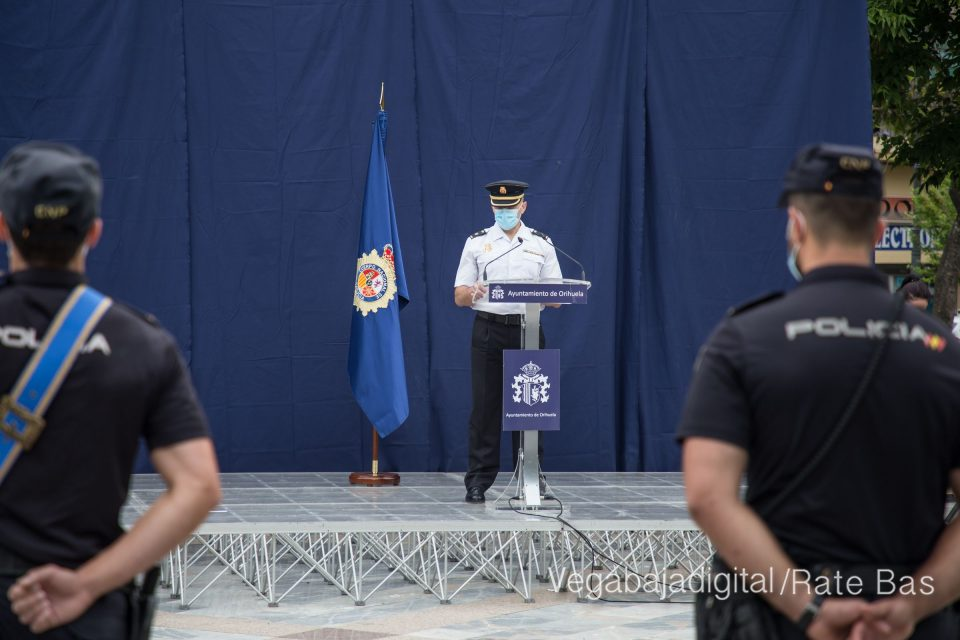El Comisario de la Policía Nacional de Orihuela recibe el bastón de mando 6