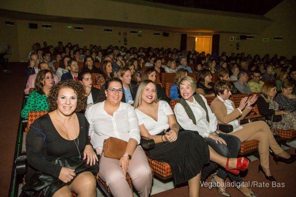 Éxito en la presentación del calendario solidario de AECC Orihuela 41