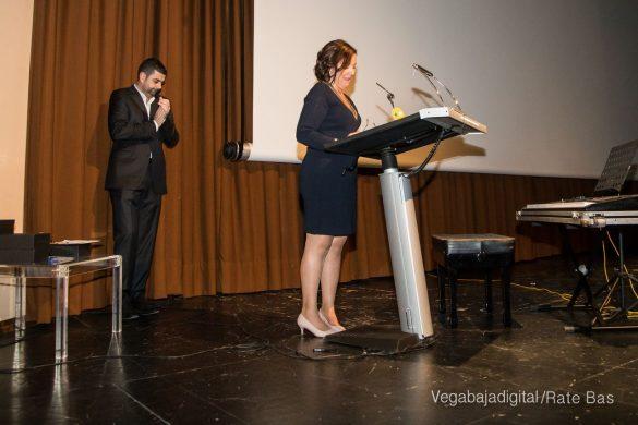 Éxito en la presentación del calendario solidario de AECC Orihuela 46