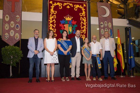 El Ayuntamiento homenajea a los cargos festeros de los Moros y Cristianos 21