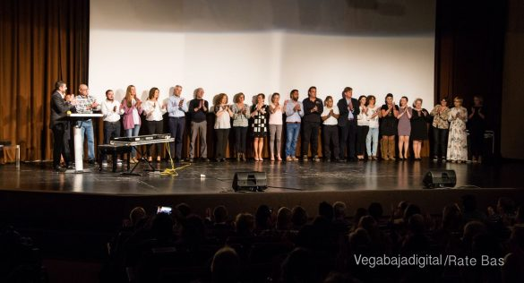 Éxito en la presentación del calendario solidario de AECC Orihuela 62
