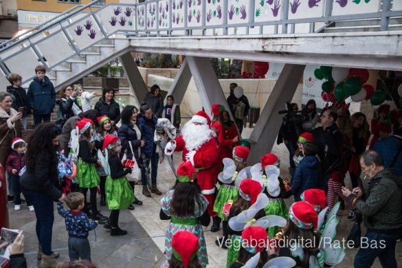 Papá Noel hace su primera parada en Guardamar 91
