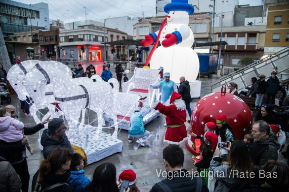 Papá Noel hace su primera parada en Guardamar 90