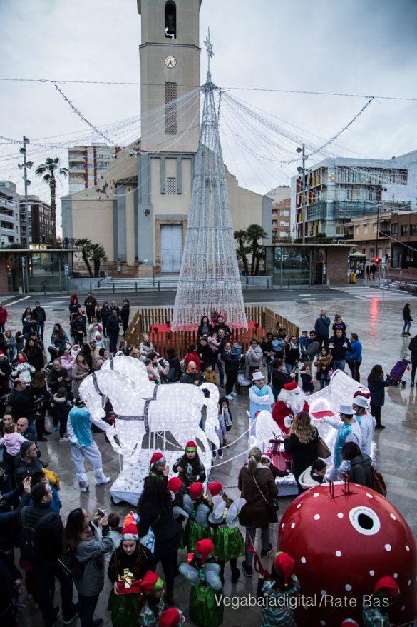Papá Noel hace su primera parada en Guardamar 88