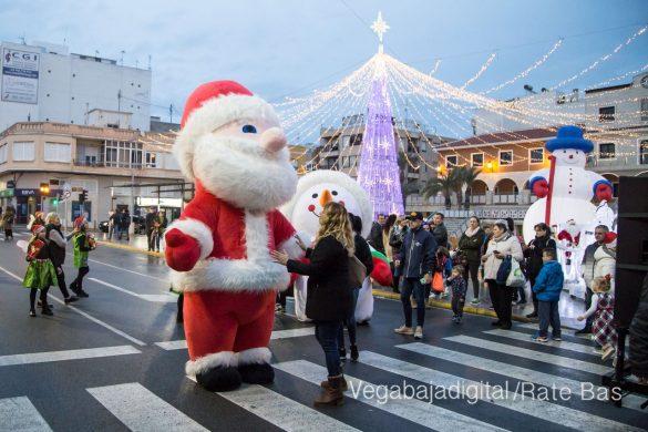 Papá Noel hace su primera parada en Guardamar 85