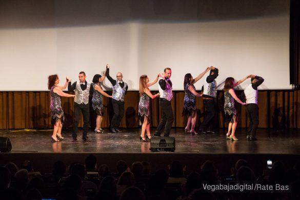 Éxito en la presentación del calendario solidario de AECC Orihuela 79